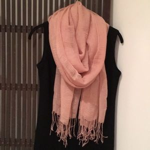 Accessories - Light weight pale pink scarf with fringes